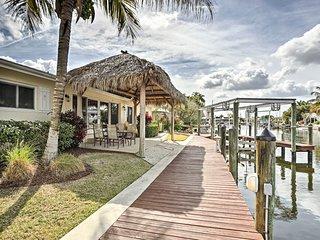 NEW! Matlacha Home w/Private Dock, Boatlift, Bikes