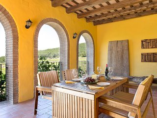 Casa Rural La Torre 18 - Villa in the Penedes Countryside