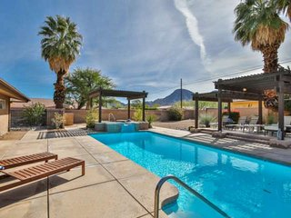 Mid-Century Modern Retreat! Sparkling Pool & Spa! 180 Degree Southern Mtn Views!