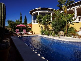 Villa Mondriana - Immaculate 2 Bedroom 2 Bathroom with Private Pool for 4(MAX 6)