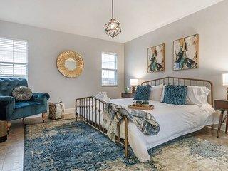'The Vintage'- Stylish Midcentury Modern 4 Bedroom