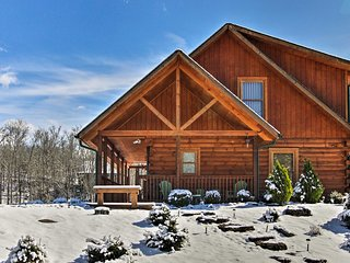 NEW! Serene Sevierville Cabin w/ Hot Tub & Balcony