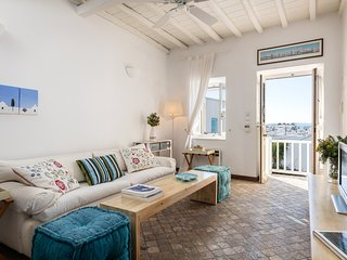 MAISON JOCASTE Stylish House in the Heart of Town w. Sea & Town View