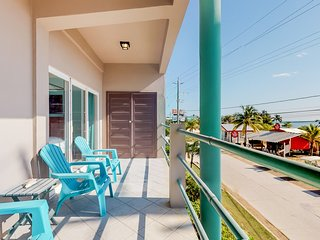 Ocean view, 2nd-floor condo w/ balcony overlooking the Caribbean, WiFi, and AC!