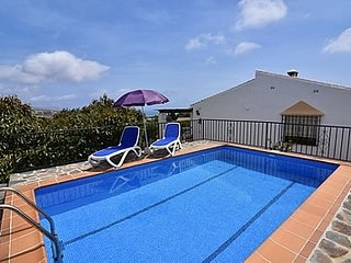 2 bedroom Villa with Pool and WiFi - 5049907