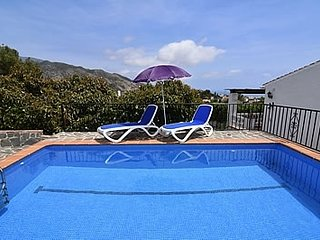 Nerja Villa Sleeps 4 with Pool - 5049907