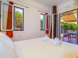 Petrochori Holiday Home Sleeps 4 with Air Con and WiFi