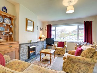 Stylish yet cosy holiday home in an appealing family village - Hafod Wen, WAH681