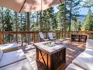 Connect w/ Nature in Our Peaceful South Lake Tahoe Cabin w/ Large Deck