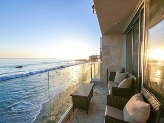Malibu Paradise - Epic Beachfront w/ Kayaks, Bikes & Sunset-View Balcony