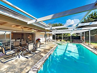 Stylish Upgrade w/ Private Caged Pool & Hot Tub -- Near Shops, Dining, Beache