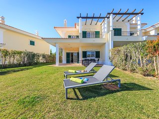 Quinta do Lago Town House Sleeps 6 with Pool and Air Con - 5620975