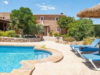 s'Horta Farmhouse Sleeps 8 with Pool and WiFi - 5000706