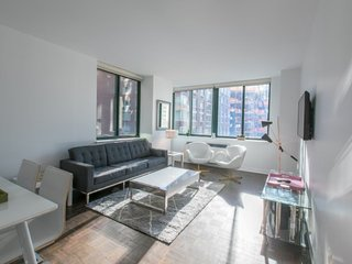 S12L-LINCOLN CENTER 2BR/2BA-UWS-POOL&GYM