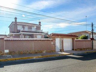 Large 7 Bed Villa in Ciudad Quesada centre