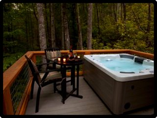 Creekside Luxury-Sparkling Hot Tub-2 Fireplaces-Lake Access-NOC 10 min. WiFi