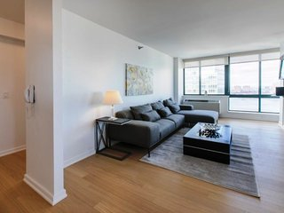 R35B-LUXURY 2BR-2BA IN UWS-POOL-GARAGE!!