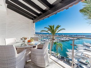 First Line Luxury Holiday Apartment in Puerto Banus