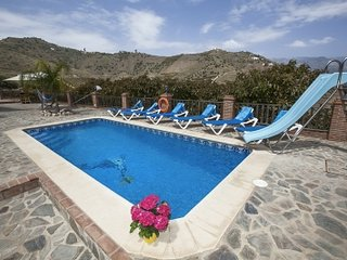 Nerja Villa Sleeps 6 with Pool and Air Con - 5049899