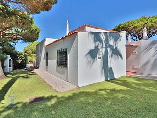 Vale do Lobo Villa Sleeps 6 with Pool Air Con and WiFi - 5479946