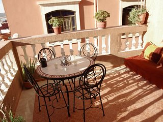 5 min from beach, flat 60 m2 terrace ideal family/surfeur peaceful typical Berb
