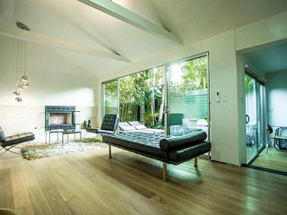 Venice Place - Private Modernist Guest House, 100% Solar. Steps to Rose Avenue a