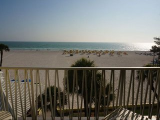 VALUE DEAL! BEAUTIFUL 1BR WITH GULF VIEW! POOLS, HOT-TUB, GRILL, TENNIS, BBQ