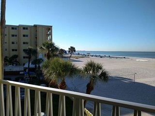 PERFECT GULF FRONT 1BR SUITE! POOLS, TENNIS, FITNESS, GRILL, PARKING 3
