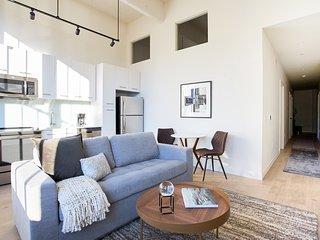 Sonder   Sixteen Hundred   Charming 1BR + Lounge