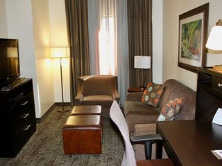 3 COZY 1BR SUITEs FOR 18 GUESTS, 1 MILE TO THE BEACH, POOL, BREAKFAST