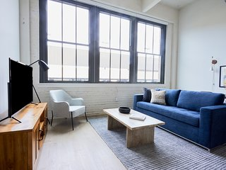 Sonder   Museum District   Sunny 1BR + Rooftop