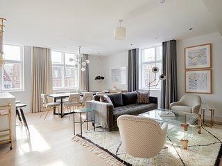 Sonder | The Arts Council | Elegant 3BR + Laundry