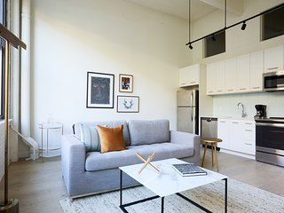 Sonder | Sixteen Hundred | Gorgeous 1BR + Lounge