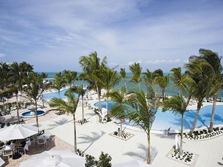 WHITE SAND BEACH 2BR/2BA FAMILY ESCAPE! PRIVATE BEACH, POOL, TENNIS WATER SLIDES