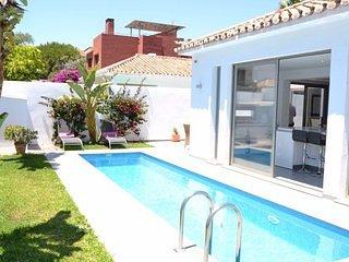 Villa Oceana. LUXURY 3 BED VILLA, sleeps 6 - 5 MIN WALK TO BANUS. ASK ACC QUOTE