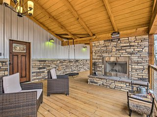 Upscale Cabin w/Hot Tub - Mins to Broken Bow Lake!