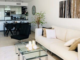 Apt Orchid Garden. Fab location 10 min walk beach/Banus! Sleeps 6 ASK ACC QUOTE