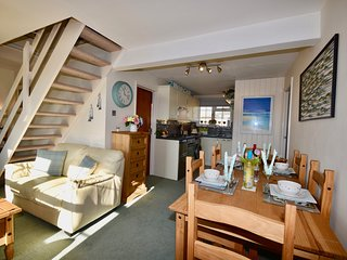 Welcoming Yarmouth Harbour 1st Floor Apartment, Sleeps 4, family dog welcome.