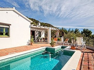 Nerja Villa Sleeps 4 with Pool and Air Con - 5000461