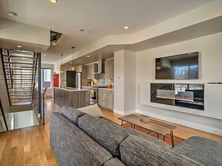Fully Loaded Denver Townhome: 1 Block to Mile High
