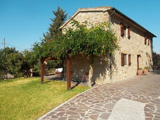 2 bedroom Villa in Serra, Tuscany, Italy - 5638670