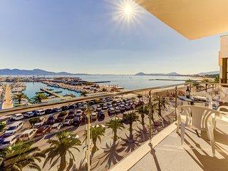 FAROLES 4 :) Apartamento para 5 personas frente al mar! AC y WiFi gratis