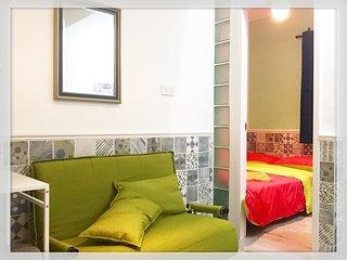A-全新一房/雙人床/沙發床/可住4人/高鐵站/機場快線站/地鐵站/超級方便/Brandnew 1Bdr