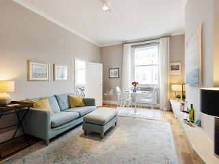 Spacious South Kensington III apartment in Kensington & Chelsea with WiFi & lift