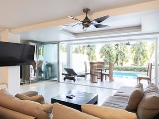 5 bedroom/bathroom villa for 14 guests, private pool, 7kms to Patong beach
