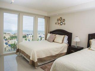PANORAMIC VIEW OF THE OCEAN! 3 bed BEAUTIFUL condo. Pet Friendly, WIFI