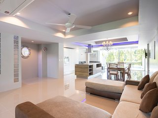 10 bedroom ensuite bathrooms, 28 guests, 2 private pools, 7 Kms to Patong beach