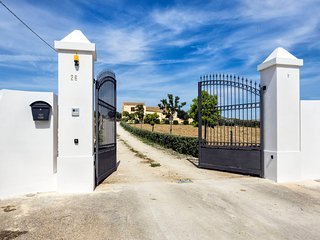 3 bedroom Villa with Pool and WiFi - 5763536