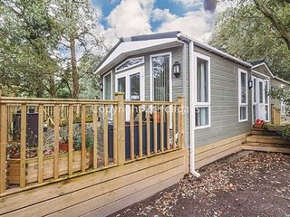 2 bed lodge with D/G and C/H with decking and stunning woodland views. REF 32003