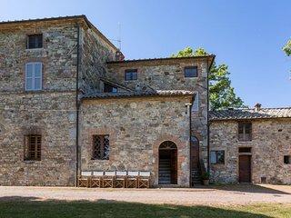 Palazzone Villa Sleeps 10 with Pool and WiFi - 5765139